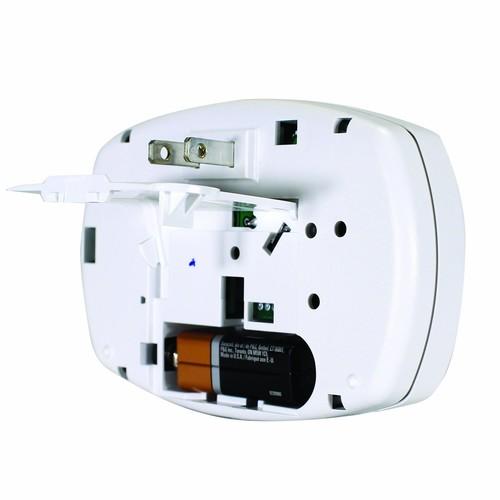First Alert CO605 Carbon Monoxide Plug-In Alarm with Battery Backup [1 Pack, Plug in Alarm with Battery Backup]