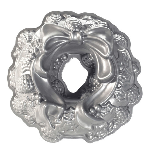 Nordic Ware Holiday Wreath 11-in. Bundt Cake Pan