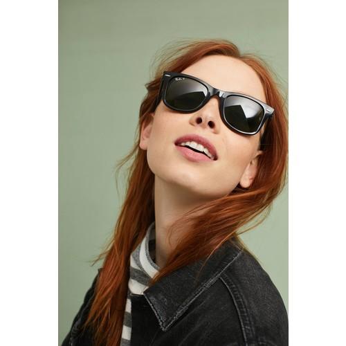 Ray-Ban Polarized Wayfarer Sunglasses [REGULAR]