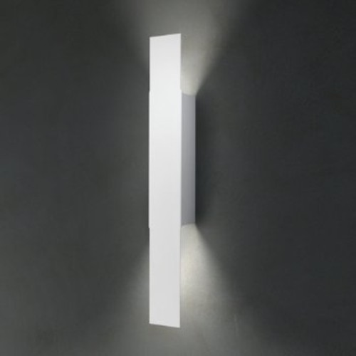 Opi Wall Sconce [Light Option : Halogen; Finish : Matte White]