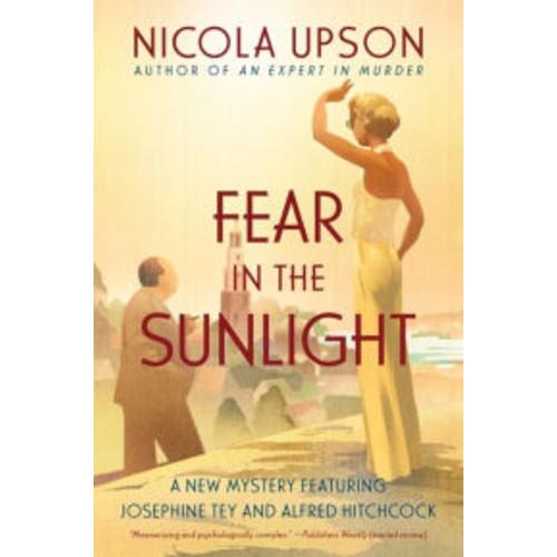 Fear in the Sunlight (Josephine Tey Series #4)