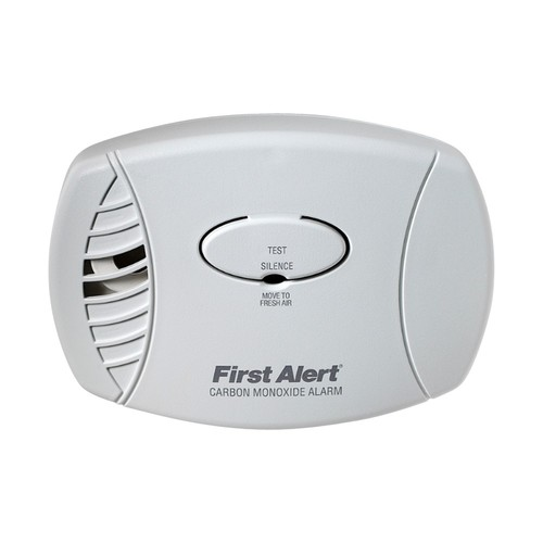 First Alert - Plug-in Carbon Monoxide Alarm with Battery Backup - White