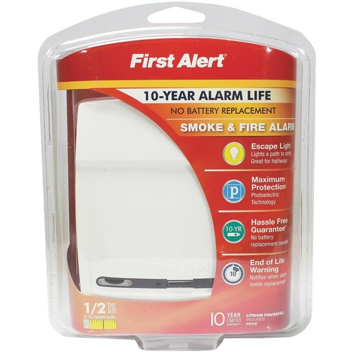 First Alert 10-Year Battery Smoke Alarm With Escape Light - P910E