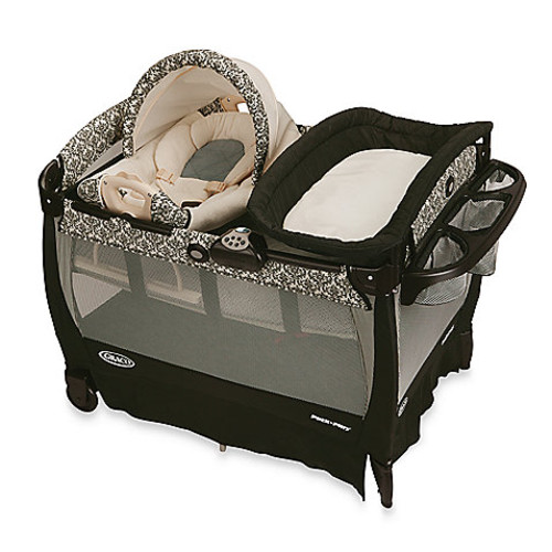 Graco Pack 'n Play Playard with Cuddle Cove Rocking Seat in Rittenhouse