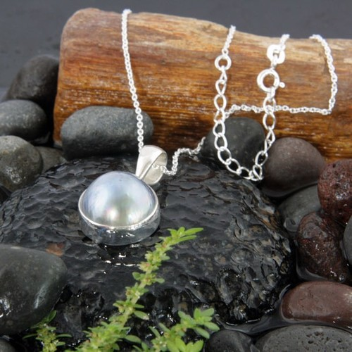 Handmade Sterling Silver 15mm Mabe Pearl Necklace (Indonesia)