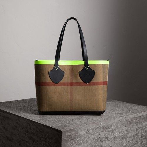 The Medium Giant Reversible Tote in Canvas and Leather
