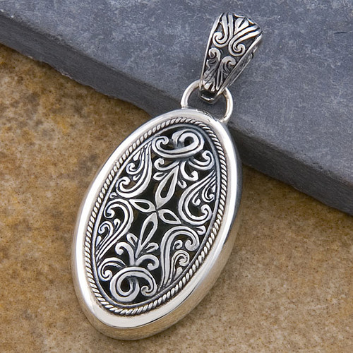 Handmade Sterling Silver 'Cawi Carving' Pendant (Indonesia)