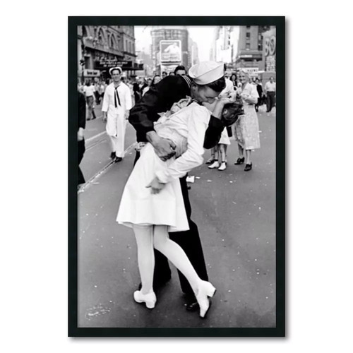 Alfred Eisenstaedt 'Kissing on VJ Day Times Square' Gel-Textured Art Print