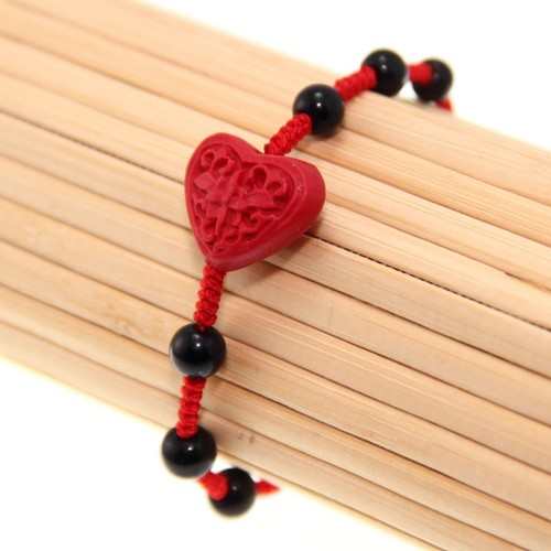 Handmade Red Lacquer Carving Heart Bracelet (China)