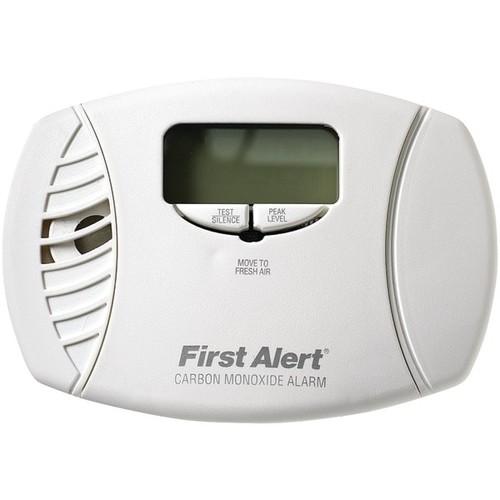 First Alert Co615 Carbon Monoxide Plug-In Alarm (Battery Backup & Digital Display)
