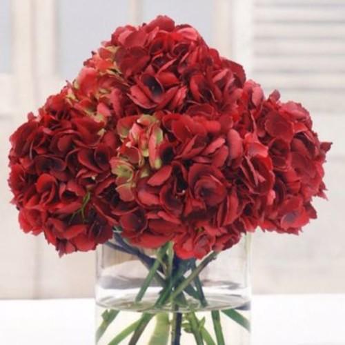 Red Barrel Studio Hydrangea Bouquet Floral Arrangement in Glass Vase