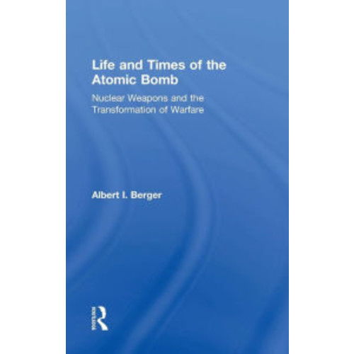 Life and Times of the Atomic Bomb: Nuclear Weapons and the Transformation of Warfare / Edition 1