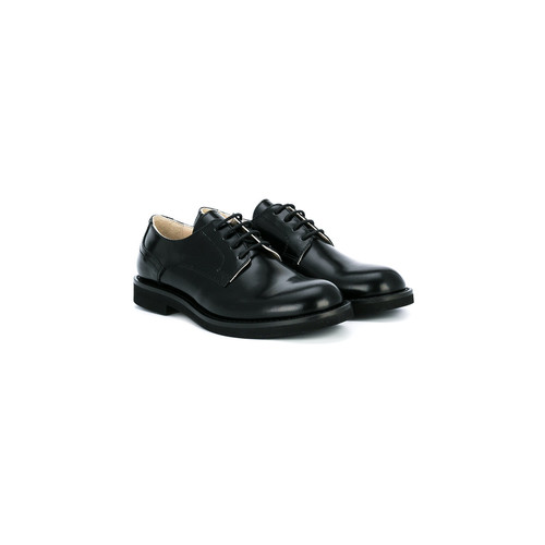 lace-up classic shoes