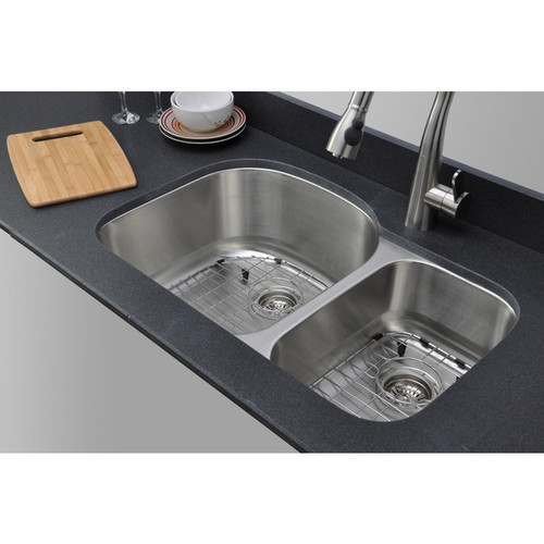 Wells 18 Gauge 70/30 Double Bowl Undermount Stainless Steel Kitchen Sink Package [CMU3221-97D-1; Stainless steel/Matte]