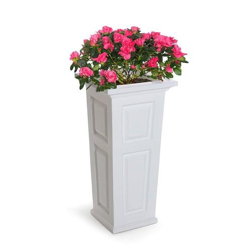Mayne 4833-W Nantucket Polyethylene Planter, White [White]
