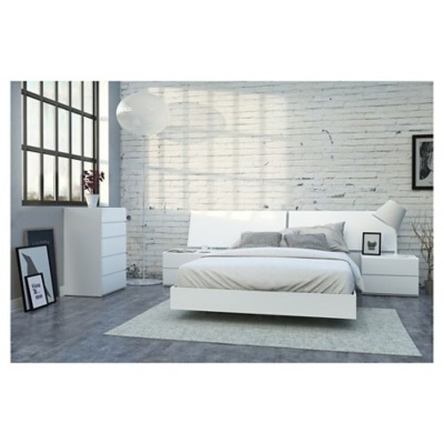 District 5 Piece Queen Size Bedroom Set - Nexera