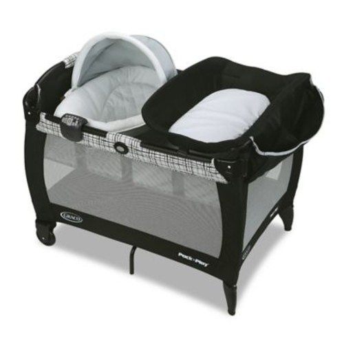 Graco Pack 'n Play Newborn Napper and Bassinet with Soothe Surround in Teigen