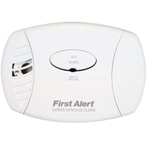 First Alert CO605 Carbon Monoxide Plug-In Alarm with Battery Backup [1 Pack]