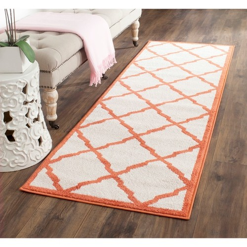Safavieh Indoor/ Outdoor Amherst Beige/ Orange Rug (2'3 x 11')