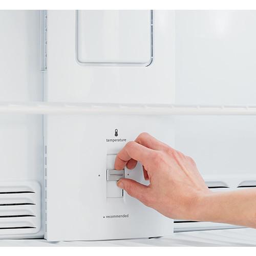 Frigidaire - 14.6 Cu. Ft. Top-Freezer Refrigerator - White